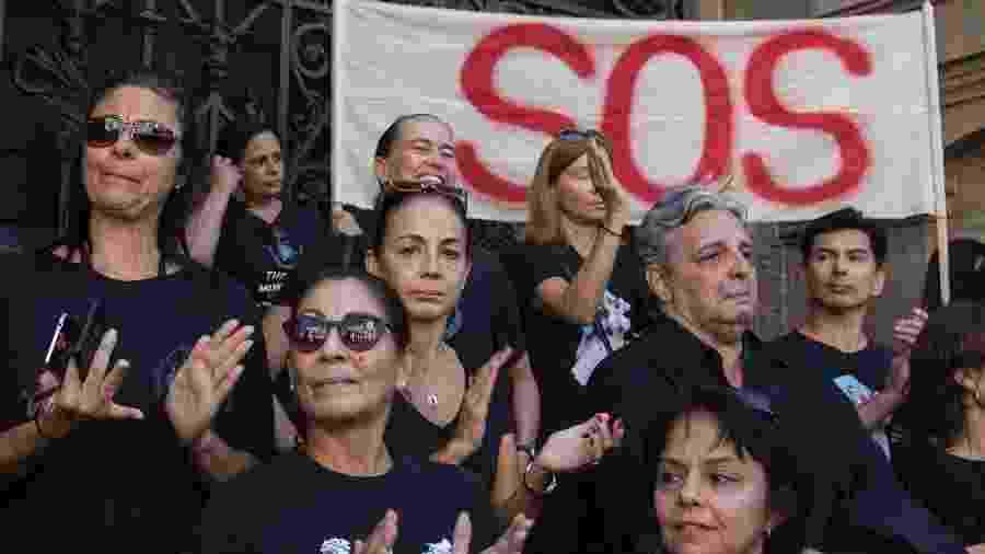 9.mai.2017 - Funcionários do Theatro Municipal do Rio protestam pela falta de pagamento de salários - Clever Felix/Brazil Photo Press/Folhapress