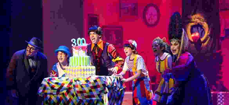"Rodrigo Miallaret (Dr. Victor), Lipe Volpato (Pedro), Roberto Rocha (Nino), Henry Gaspar (Zequinha), Laura Castro (Biba) e Alessandra Vertamatti (Morgana) em ""Castelo Rá-Tim-Bum - O Musical"" - Manuela Scarpa/Brazil News"