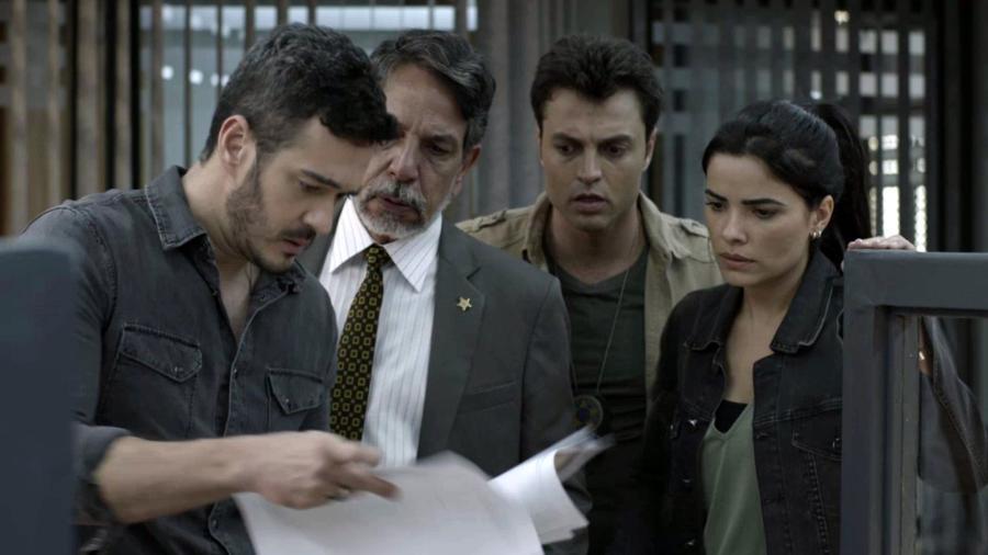 """Domênico (Marcos Veras) e Antônia (Vanessa Giácomo) recebem denúncia em """"Pega Pega"""" - Reprodução/GShow"""