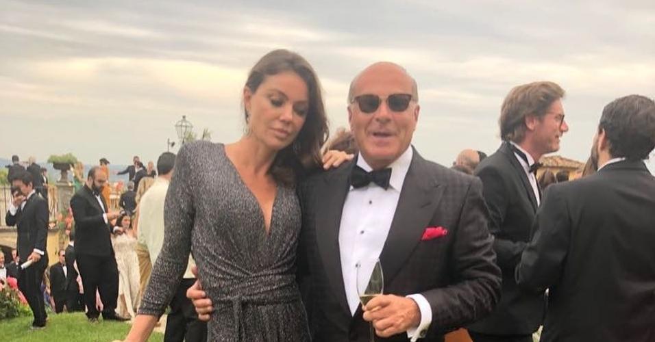 Simone Abdelnour e Marcelo de Carvalho posam juntos na Itália