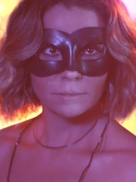 """Luzia veste máscara para se apresentar como DJ Ariella em """"Segundo Sol"""" - Reprodução/Globo"""