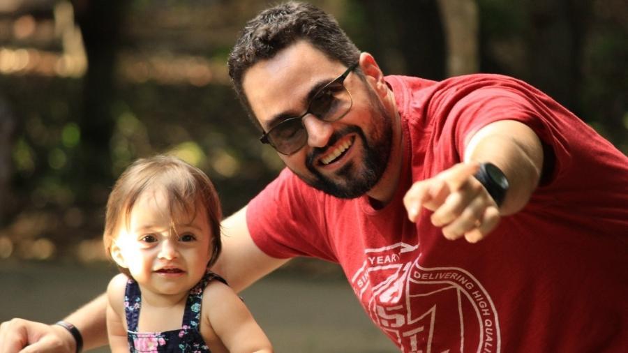 Daniel com Nina: tutoriais no youtube para arrumar o cabelo da filha - Arquivo pessoal