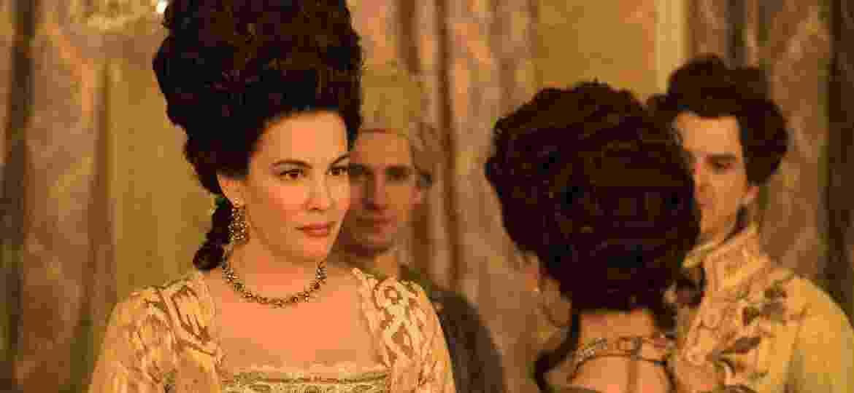 """Lady Isabella Fitzwilliam (Liv Tyler) e Charlotte Wells (Jessica Brown Findlay) em cena da segunda temporada de """"Harlots"""" - Ollie Upton/Divulgação"""