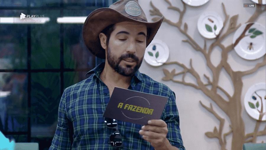 """Sandro Pedroso anuncia a primeira punição de """"A Fazenda 10"""" - Reprodução/PlayPlus"""
