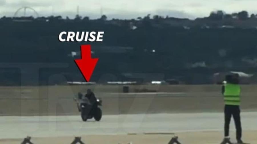 Más línguas dizem que, se o fiilme não tiver cena de moto e/ou perseguição, Tom Cruise nem lê o roteiro - Reprodução/TMZ