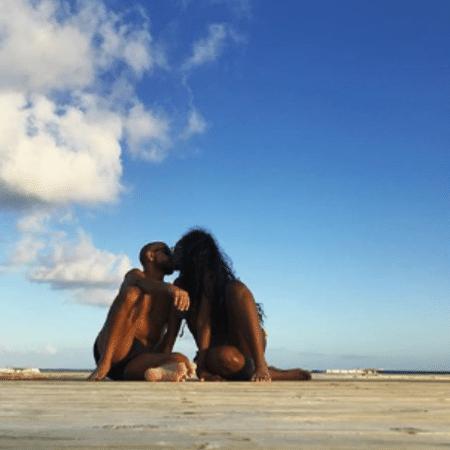 Iza e Sérgio Santos trocam carinhos em Punta Cana, na República Dominicana - Reprodução/Instagram