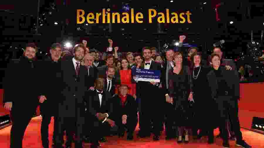 """Wagner Moura, elenco e equipe de """"Marighella"""" posam no tapete vermelho do Festival de Berlim antes de sessão de gala do filme, que faz sua estreia mundial na Alemanha - Andreas Rentz/Getty Images"""
