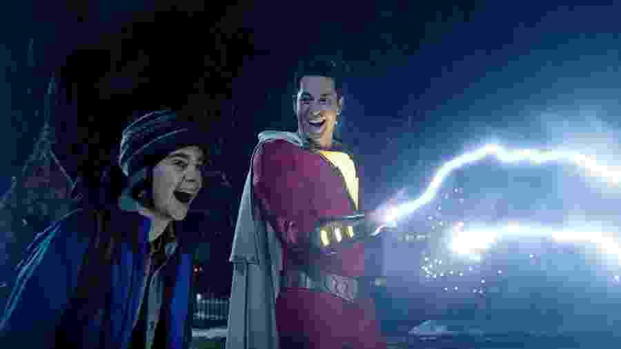 """Freddy Freeman (Jack Dylan Grazer) e Shazam (Zachary Levi) em cena de """"Shazam!"""" - Divulgação"""