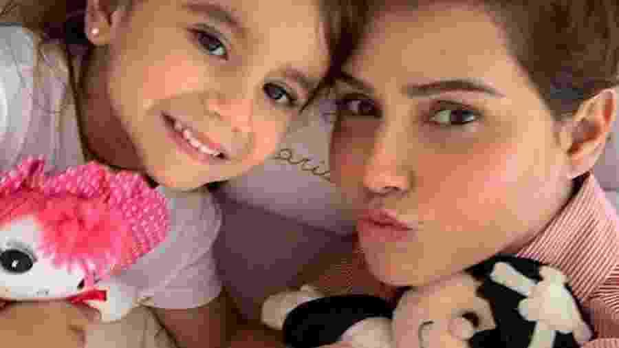 Deborah Secco posa com filha, Maria Flor - Reprodução/Instagram/dedesecco