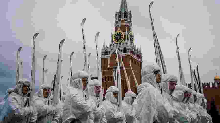 Desfile reuniu mais de 4 mil soldados em frente ao Kremlin, na Praça Vermelha, em Moscou - AFP