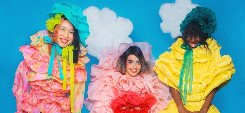 Uma profusão de rendas, babados e cores compõem coleção que brinca com os esteriótipos - Rachelle Cox