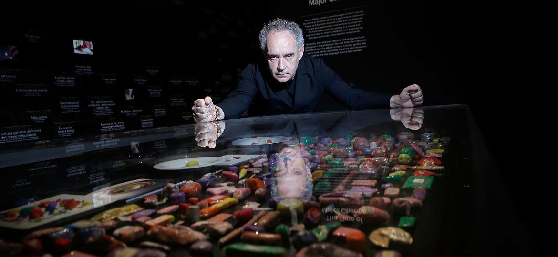 "Ferran Adrià, na exposição ""elBulli: Ferran Adria and The Art of Food"", em Londres, 2013 - Getty Images"