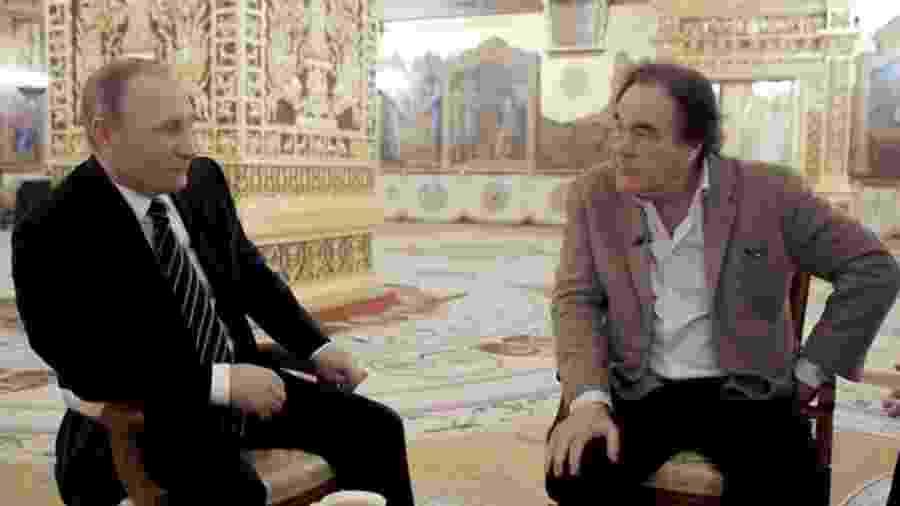 O cineasta Oliver Stone entrevista o presidente da Rússia, Vladimir Putin - Divulgação