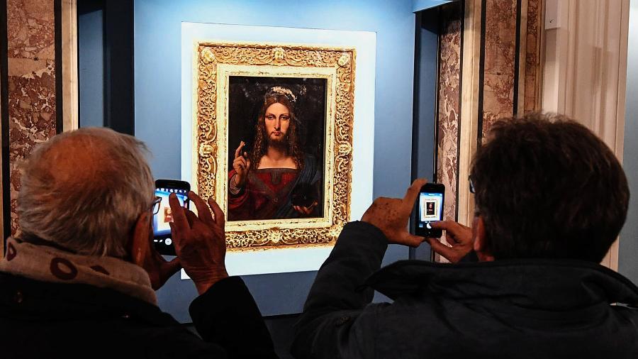 """O """"Salvator Mundi"""" original de Da Vinci, exibido em Nápoles antes de sua venda - LightRocket via Getty Images"""