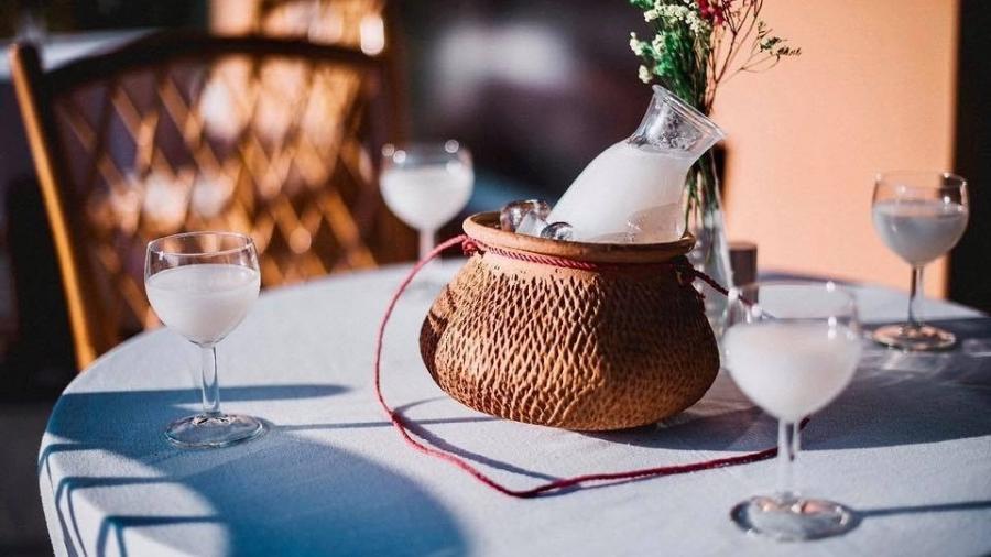 A bebida também é conhecida como vinho de palma ou toddy em alguns países - Reprodução Facebook @PalmWineBar