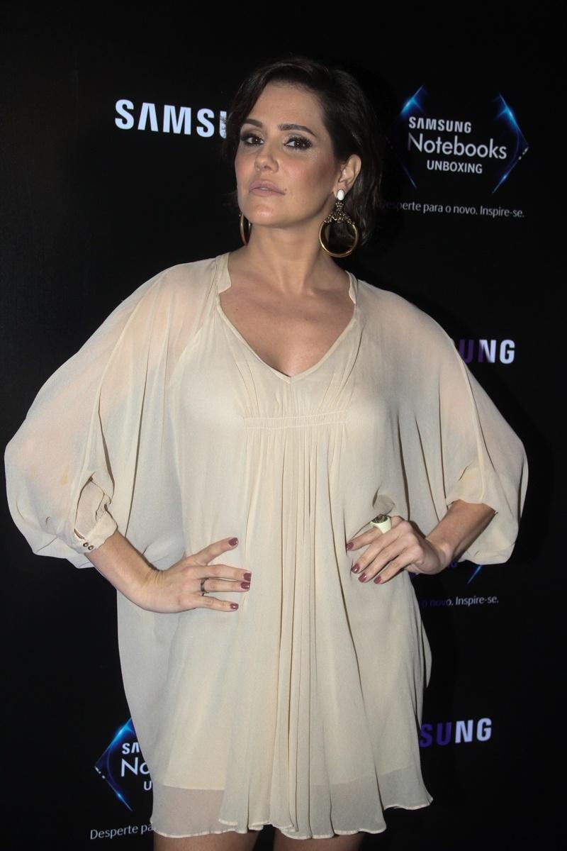 18.jun.2015 - A atriz Deborah Secco, que está grávida de quatro meses da primeira filha, participa de evento de tecnologia de São Paulo
