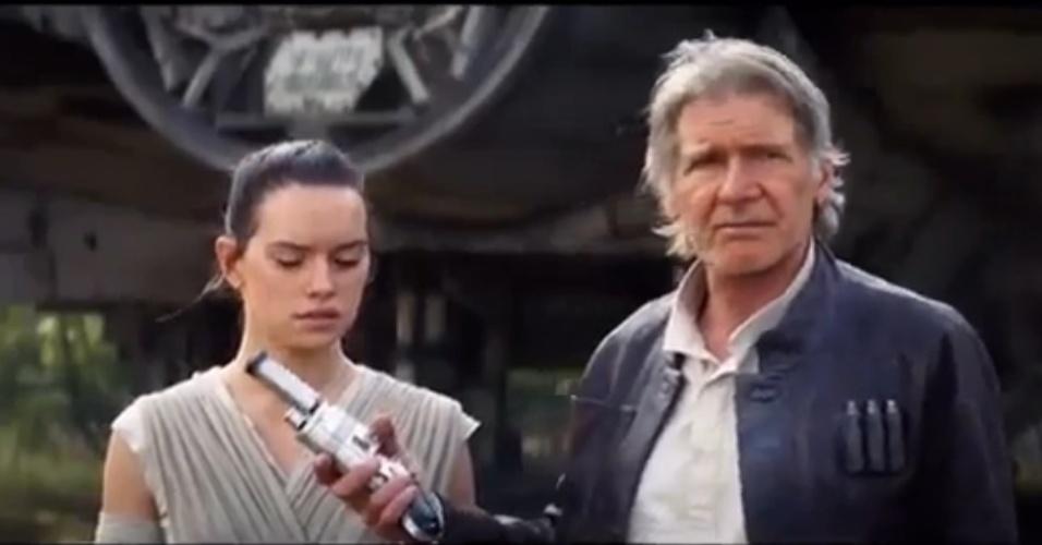 Han Solo entrega seu blaster para Rey