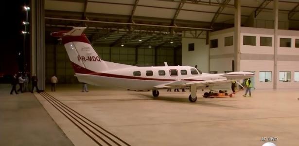 Avião com o corpo de Domingos Montagner chega ao aeroporto de Jundiaí (SP) - Reprodução/TV Globo