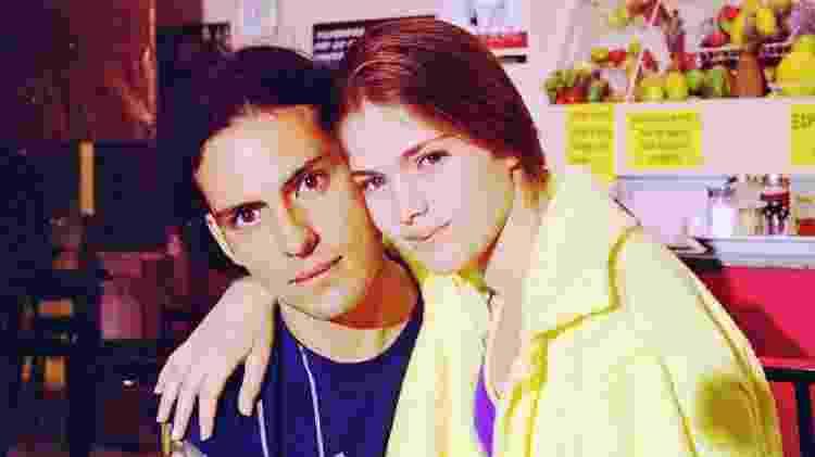"""Leo (Pablo Uranga) e Tainá (Ana Paula Tabalipa), na primeira temporada de """"Malhação"""", em 1995 - Alexandre Campbell/Folhapress - Alexandre Campbell/Folhapress"""