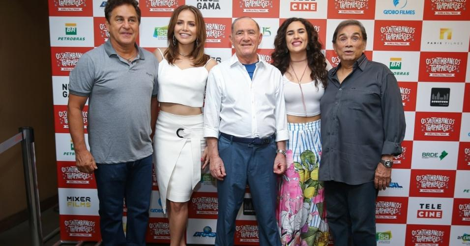 """A pré-estreia do filme """"Os Saltimbancos Trapalhões ? Rumo A Hollywood"""", este sábado, em São Paulo, reuniu Dedé Santana e Renato Aragão"""