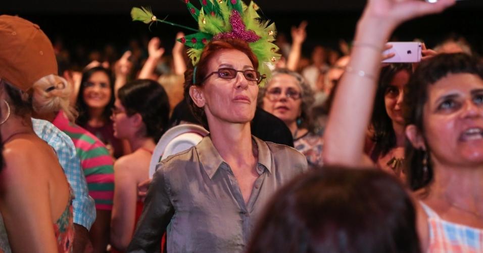 14.fev.2017 - A atriz Cassia Kiss assiste ao Show de Verão da Mangueira, no Rio de Janeiro, no Vivo Rio
