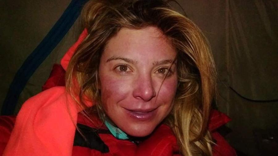 Karina Oliani com o rosto com queimaduras (de frio) durante sua segunda escalada ao Everest - Divulgação