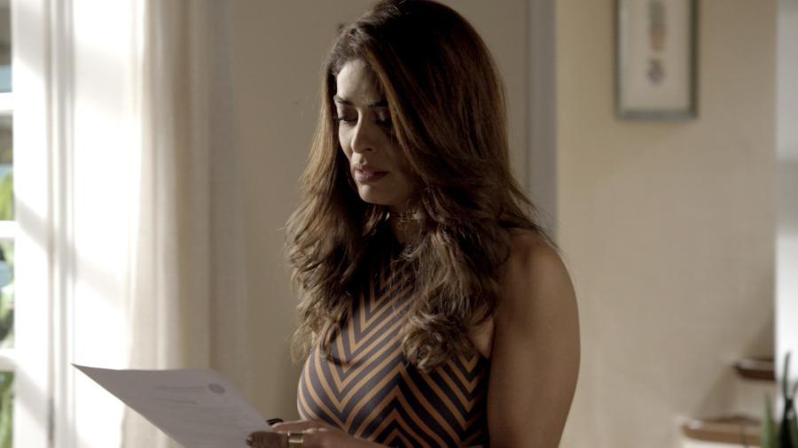 """Bibi (Juliana Paes) recebe intimação em """"A Força do Querer"""" - Reprodução/GShow"""
