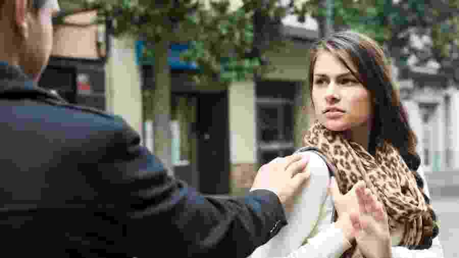 Reavaliar atitudes simples pode ajudar a combater o machismo e a violência cotidiana - Getty Images