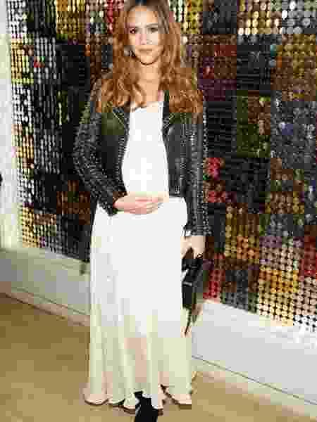 Jessica Alba mostra a barriga de gestante - Getty Images