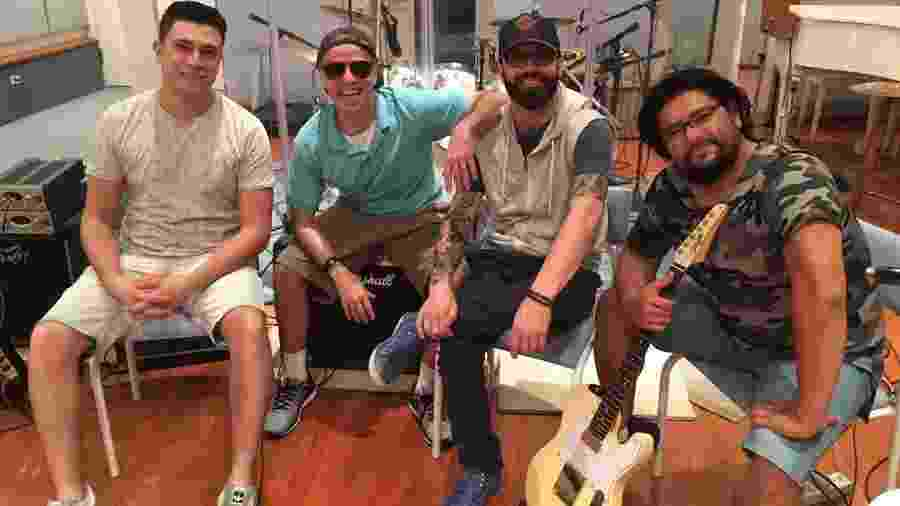 Juninho Chrispim (baixo), Dudu Braga (bateria), Alex Capela (vocal) e Fernando Miyata (guitarra) - Divulgação