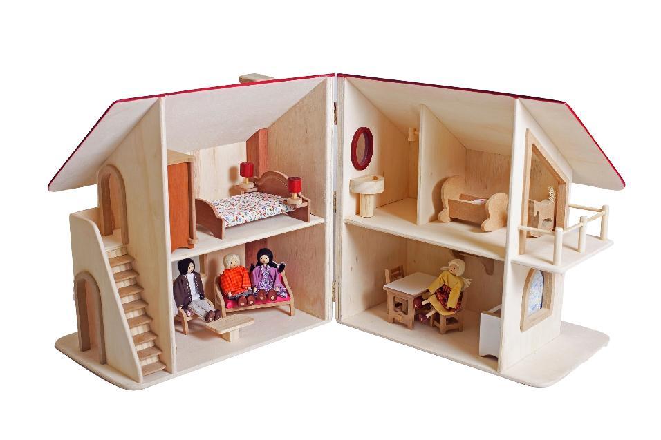 Casinha de madeira, R$ 685, Girapião (www.facebook.com/girapiaofantasias)