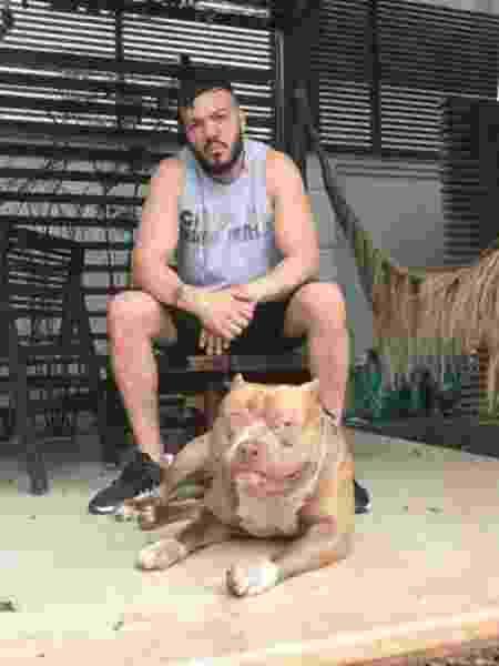 Belo e um de seus pitbulls - Reprodução/Instagram