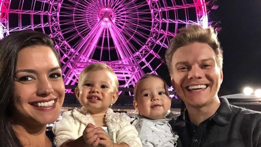 Thais Fersoza, Michel Teló e seus herdeiros na Orlando Eye - Reprodução/Instagram