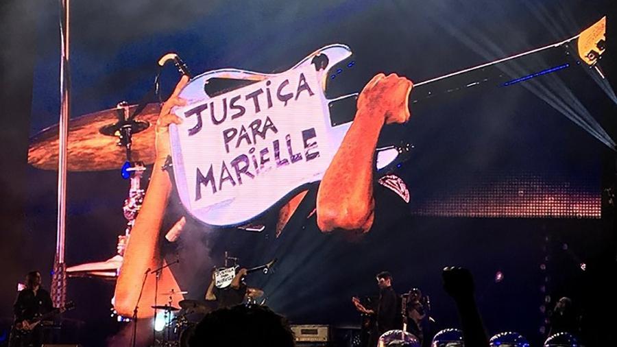 Guitarrista Tom Morello pede justiça para Marielle em show em Porto Alegre - Reprodução/Twitter/@carlitocorrea