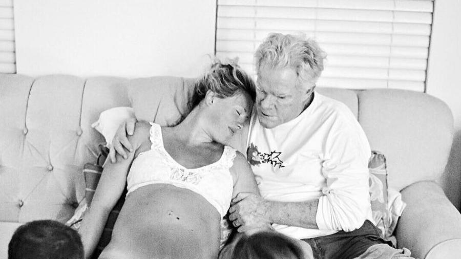 Steph Hendel com seu pai, Joe, durante o parto - Reprodução/Instagram/lindseymeehleis