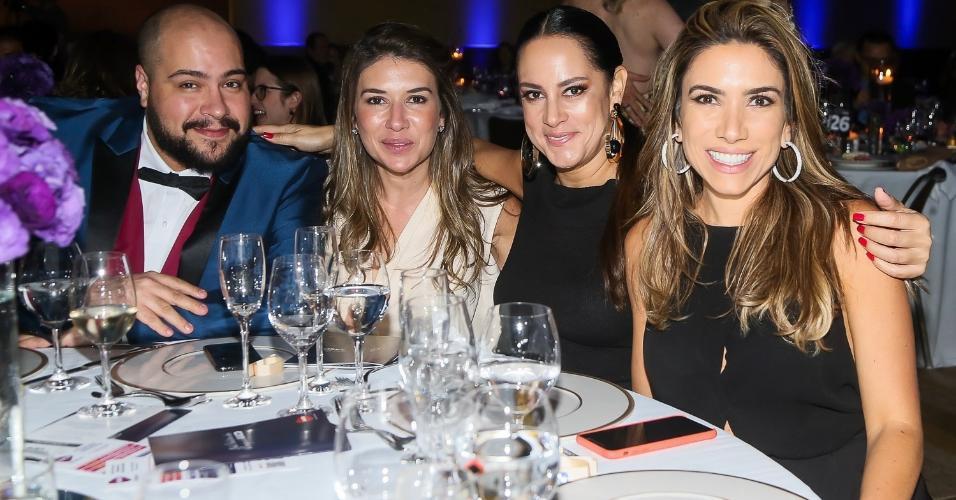 Família Abravanel reuinida: Thiago, Rebeca, Silvia e Patricia prestigiam evento em São Paulo