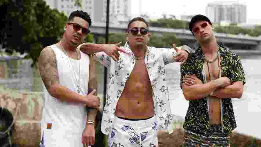 O rapper Rio Santana, MC Alandim e Pablo Morais gravam clipe do single Skinny Dip na Barra da Tijuca, Rio de Janeiro - Marcos Ferreira/Brazil News