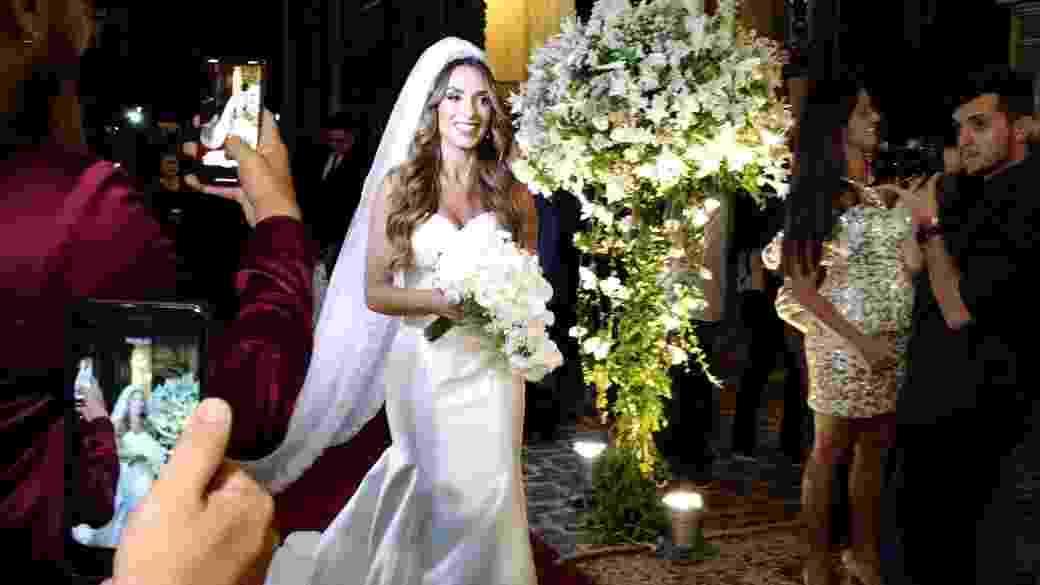 Nicole Bahls entrou sozinha na igreja da Candelária em seu casamento - Marcela Ribeiro/UOL