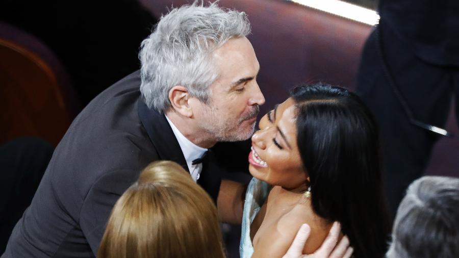 Alfonso Cuarón beija Yalitza Aparicio ao ser anunciado no Oscar - REUTERS/Mike Blake