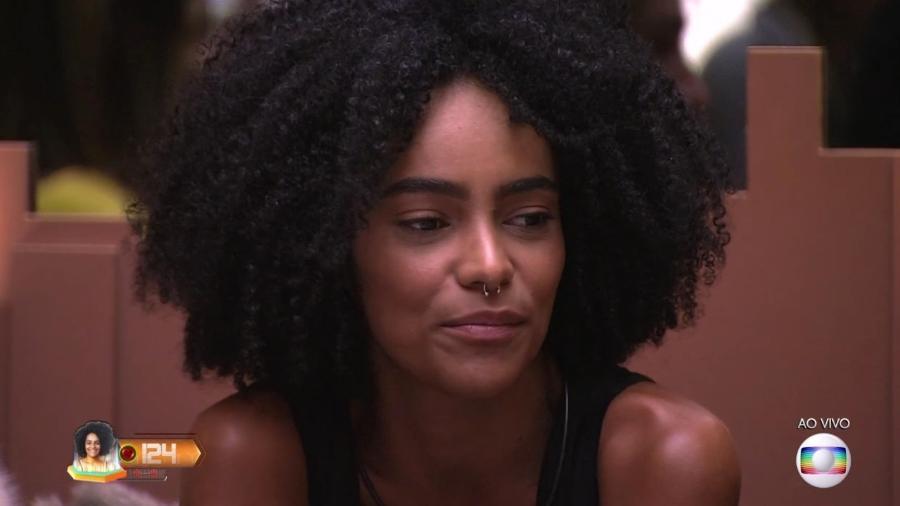 Gabriela escuta Tiago Leifert anunciar o resultado do paredão - Reprodução/TvGlobo
