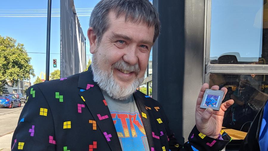 """Alexey Pajitnov, criador de """"Tetris"""", autografa cartuchos dos fãs durante comemoração em Los Angeles - Fernanda Ezabella/START"""