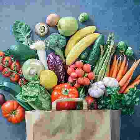 A vitamina está presente em frutas e legumes de cor amarelo-alaranjada e também em verduras verde-escuras - iStock