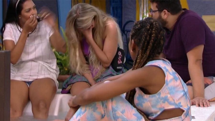 Marcela ri ao ser questionada sobre sexualidade durante brincadeira - Reprodução/Globoplay