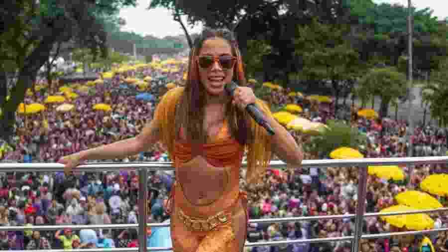 Do alto do trio, Anitta anima foliões na região do Ibirapuera com seu Bloco da Anitta - Edson Lopes Jr.