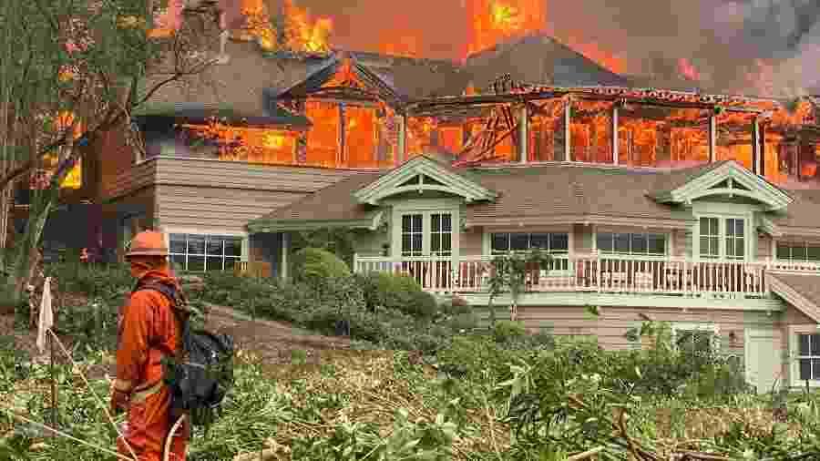 O Restaurant at Meadwood arde em chamas durante incêndio na Califórnia, EUA - Reprodução/Twitter: @adamhousley