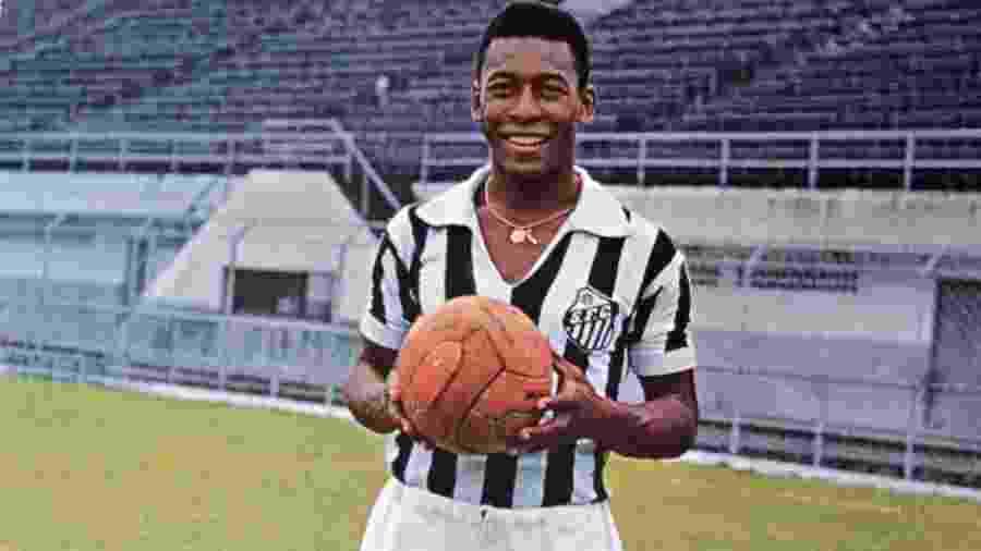 O mito Pelé, que nem sempre ficou perto de uma bola - Getty Images
