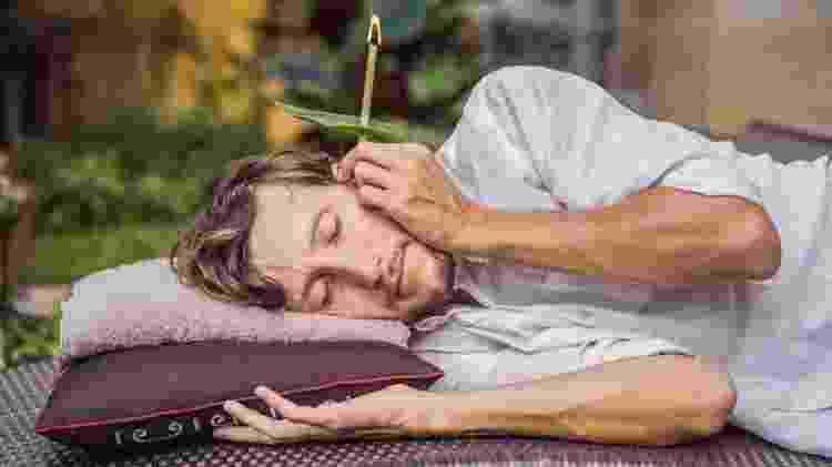 tratamento de ouvido com vela - Getty Images - Getty Images