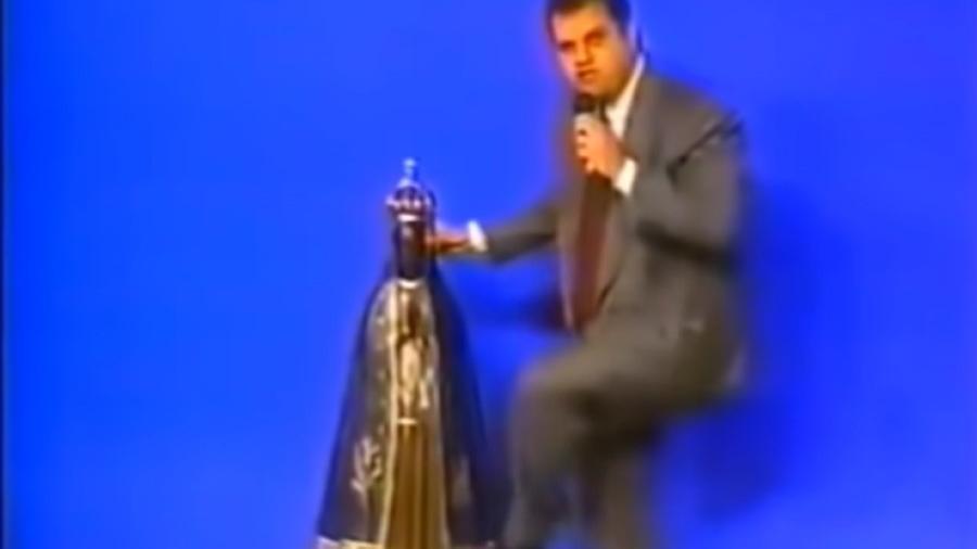 Sérgio Von Helder era bispo da Igreja Universal e chutou imagem de Nossa Senhora Aparecida na Record - Reprodução/YouTube