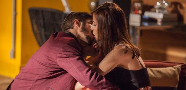"""Grego (Caio Castro) e Margot (Maria Casadevall) se beijam em """"I love Paraisópolis"""" - Pedro Cury/Globo"""