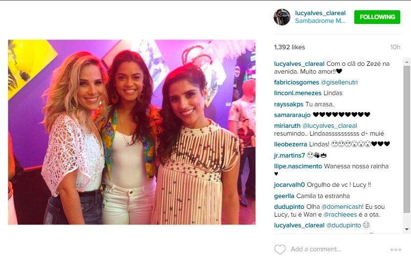 30.jan.2016 - Wanessa e Camila, filhas de Zezé Di Camargo, posam com a cantora Lucy Alves (centro), que puxará o samba da Imperatriz Leopoldinense no Carnaval 2016